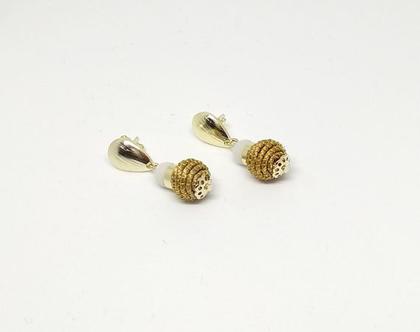 עגילי כדור זהב עם חרוז לבן