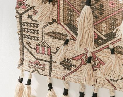שטיחון קיר בעיצוב בוהו עם מקרמה, שטיחון קיר מרוקאי