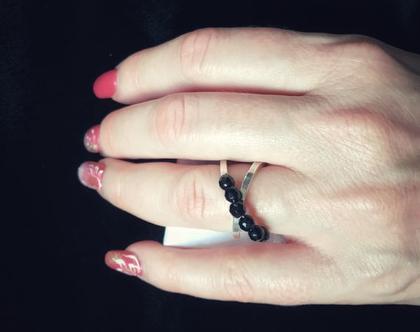 טבעת מכסף עם חרוזים אוניקס