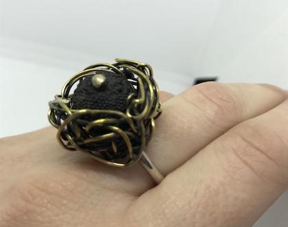 טבעת כסף ופליז עם אבן לבה