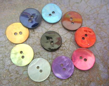 """60 כפתורי צדף ב10 צבעים בגודל 15 מ""""מ, 6 כפתורים מכל צבע"""