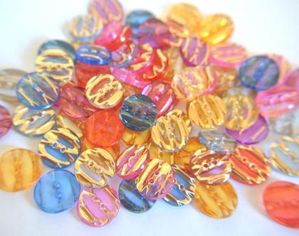 """70 כפתורי פלסטיק ב7 צבעים שונים, כפתורים קטנים בגודל 13מ""""מ, 10 כפתורים מכל צבע"""