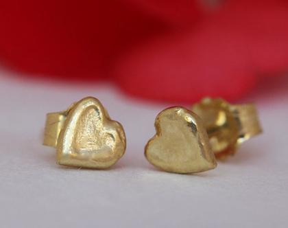 עגילי זהב צמודים, עגילי לב מעוצבים, עגילי זהב בעבודת יד, עגיל זהב אמיתי, עגילים צמודים מזהב, עגילי לבבות, עגילי לב, עגילי לב קטנים