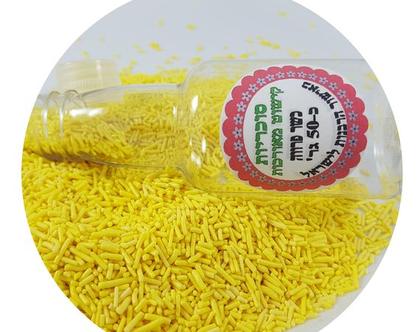 סוכריות אטריות צהובות לקישוט עוגות וקינוחים.