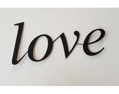 שלט Love בצבע פחם