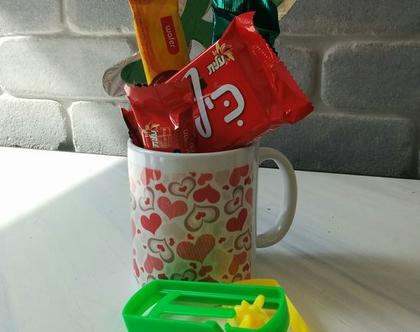 משלוח מנות בספל ממותג, ספל ממותג עם ממתקים, מנה לחג פורים