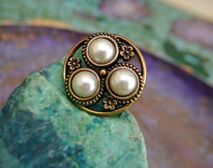 """6 כפתורי פלסטיק וינטג', כפתורים בצבע ברונזה עם עיגולים בצבע לבן פנינה, כפתור מעוצב בגודל 26 מ""""מ"""