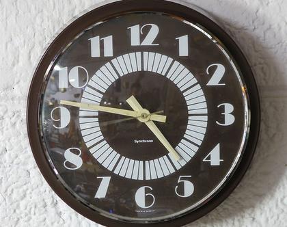 שעון קיר וינטאג׳ גרמני בצבע שוקולד