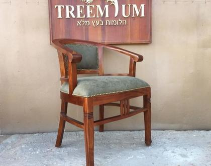 כיסא עץ מלא ידיות קצרות