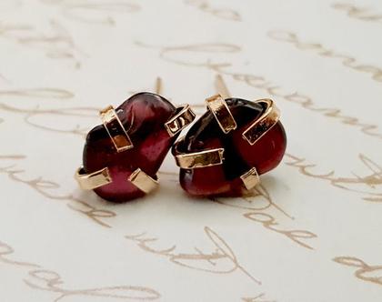 עגילי אבני חן זהב, עגילים עם גרנט, עגילי עם אבן אדומה, עגילי זהב צמודים לאישה, עגילי זהב עם אבן גולמית, מתנה לאישה