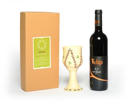 מארז פסח מקודש | מארז יין וגביע קידוש | יין | גביע קידוש | סלסלת שי | מארז מהודר