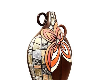 """אגרטל גדול ומרשים. עבודת יד. בצורת אגס צבע חום עם פרח כתום, לבן, ורוד. מק""""ט 1018"""