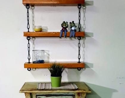 שלושה מדפים מעץ ממוחזר מחוברים ותלויים בשרשרת, מדפים מעץ, מדפי עץ,רהיטים, קיר ותמונות