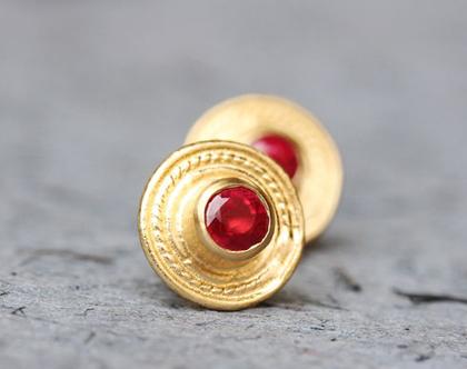 עגילי זהב צמודים, עגילי רובי, אבן אדומה, עגילי זהב עגולים, עגילי זהב מעוצבים, עגילים עתיקים, עגילי זהב משובצים, עגילים צמודים גדולים