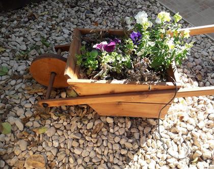 אדנית מעוצבת לגינה בצורת מריצה
