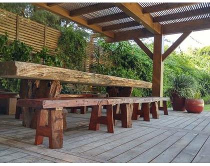 מערכת ישיבה ואירוח מעץ מלא
