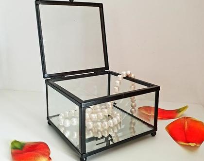 קופסת זכוכית לתכשיטים