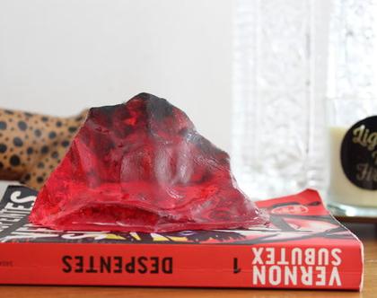 פסל דקורטיבי קטן אדום לבית
