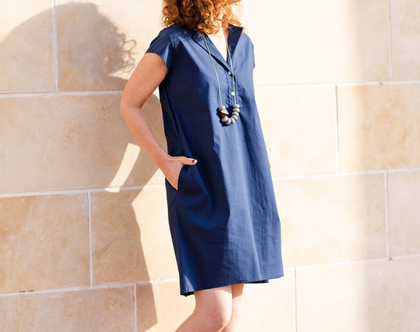 שמלה יפה ליום יום או לאירוע, שמלה מכופתרת, שמלה קצרה לקיץ, שמלת אוברסייז, שמלה כחולה, שמלה עם כיסים