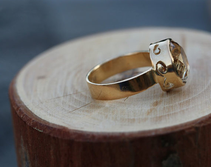 טבעת זהב משובצת אבן קוורץ /טבעת מרשימה לאישה / טבעת גדולה/ R-261