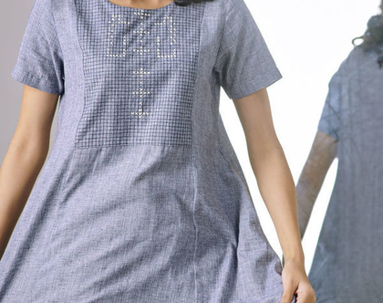 שמלת כותנה בצבע כחול ג'ינס