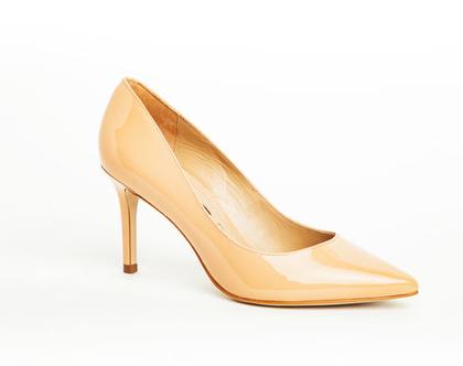 """נעלי עקב שפיץ בצבע ניוד לק PUMPS POINTED MIDDLE HEEL גובה עקב: 8 ס""""מ דגם ZS2990-13"""