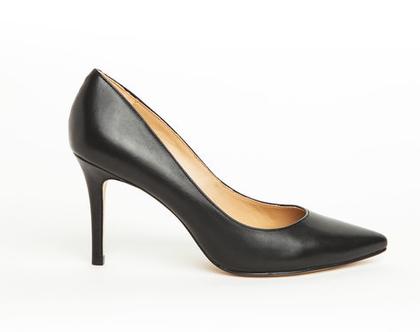 """נעלי עקב שפיץ בצבע שחור PUMPS POINTED MIDDLE HEEL גובה עקב: 8 ס""""מ דגם ZS2990-13"""