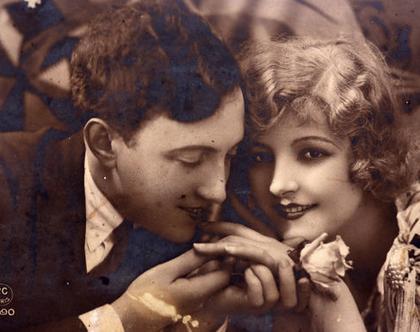 גלויה וינטאג'. French Vintage גלויות עתיקות. גלויה מצולמת. זוג רומנטי. וינטאג' צרפתי. אספנות וינטאג'. גלויה רומנטית. גלויות וינטאג' צרפתיות.