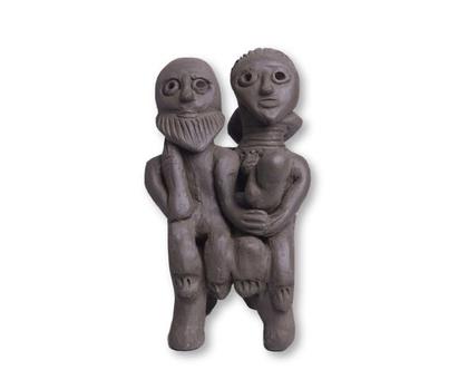 פסל משפחה. עשוי חימר טבעי. אומנות אתיופית. עבודת יד.