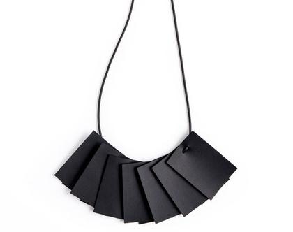 Plisse necklace