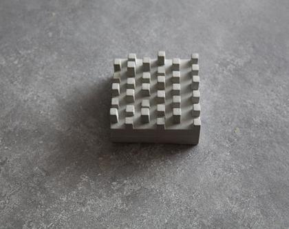 מתקן לכרטיסי ביקור מבטון | עיצוב בטון | עיצוב למשרד | מתנה לחג | מתנה לגבר