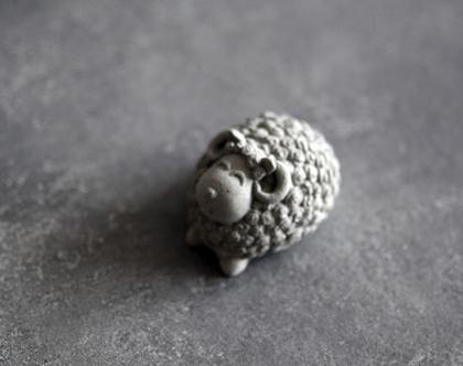 כבשה שושנה | עבודה מבטון | עיצוב בית