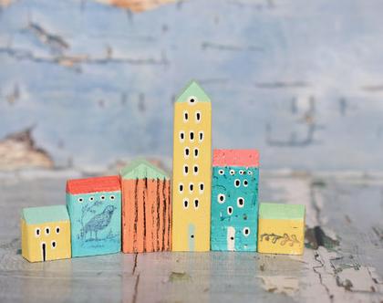 סט של 6 בתי עץ בודדים. פסל קטן למדף. בתים מיניאטורים. עץ ממוחזר. בתים קטנים מעץ. עיצוב הבית. עיצוב החדר. בית מיניאטורות. בתי עץ לקישוט