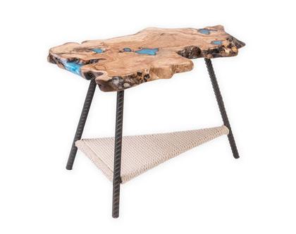 שולחן קפה מעץ זית עם מילוי אפוקסי מגוון בפיגמנט מטאלי
