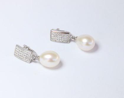 עגילי כסף 925   עגילי פנינה לבנה   עגילים מהממות ומיוחדות   עגילים תלויות פנינה מתורבתת שיבוץ זרקונים 