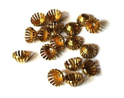 """חרוזי פרחים וינטג', חרוזי -cup beads-עשויים ממתכת, לקישוט חרוזים- 6 פרחים, גודל 10מ""""מ גובה 6 מ""""מ"""