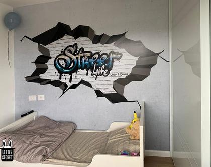 טפט גרפיטי חור בקיר בתוספת שם