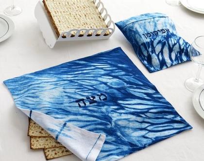 בני ישראל אפו מצות ביד - אנחנו יצרנו עבורכן סט מרהיב של כיסוי מצה ושקית אפיקומן - בצביעת יד בסגנון שיבורי