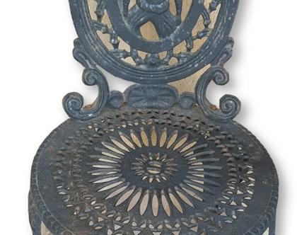 שולחן עגול 2 כסאות מציקת מתכת מאסיבית בסגנון אירופאי עתיק.