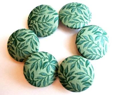 """כפתורים עבודת יד מבד כותנה ירוק כחול הדפס עלים, כפתורי בד כותנה 32 מ""""מ, שישה כפתורים"""