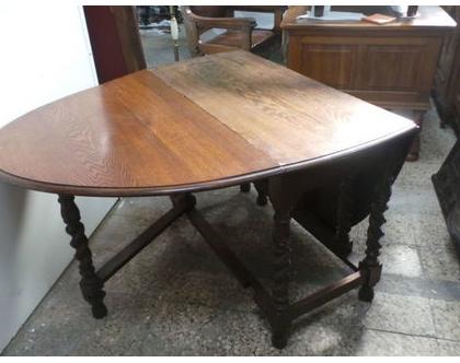 שולחן אנגלי עתיק בעל כנפיים מתקפלות פריט מיוחד.יכול לשמש כקונסולה.