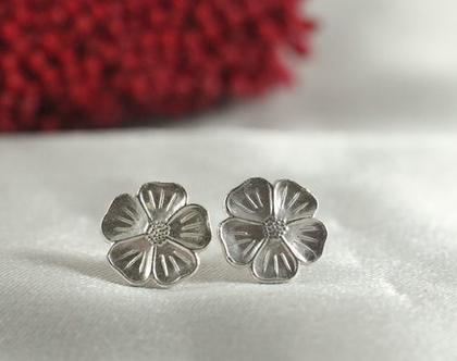 עגילי כסף פרחים | עגילי כסף בעיצוב מיוחד | עגילי כסף 925 | צורת פרח | עגילים קטנים | עבודת יד