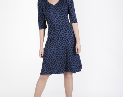 שמלת טריקו מחמיאהגוונים כחולים-דגם סנדרייה