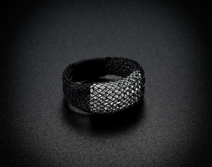 טבעת שחורה חמש שורות קריסטלים סברובסקי יהלום