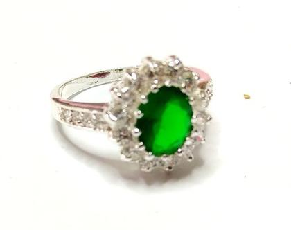 טבעת קוקטייל כסף 925 בשיבוץ אמרלד ירוק וזירקונים מידה 8