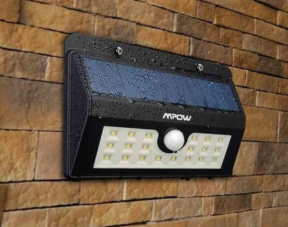 תאורת חוץ סולארית אלחוטית 20 נורות לד (LED) עם חיישן תנועה נגד פורצים