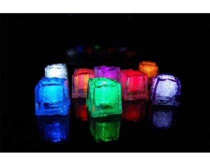 12 קוביות קרח עם תאורת LED צבעונית Icy Glow