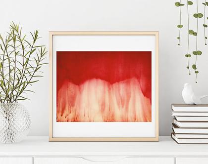 ציור מופשט אדום על נייר