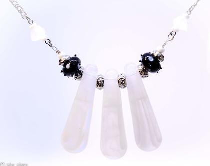שרשרת שחור לבן, שרשרת אקריל, שרשרת מיוחדת, שרשרת מעוצבת, שרשרת לבנה,מתנה לאישה