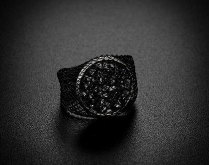 טבעת קלה בשילוב קריסטלים סברובסקי כסופים בציפוי כסף